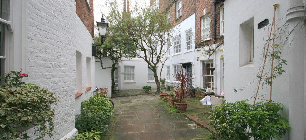 Pickwick Cottage, Heath Street NW3