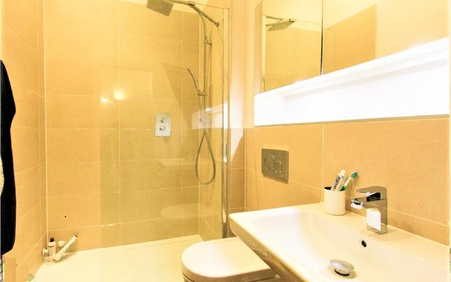 Flat 13- Bathroom