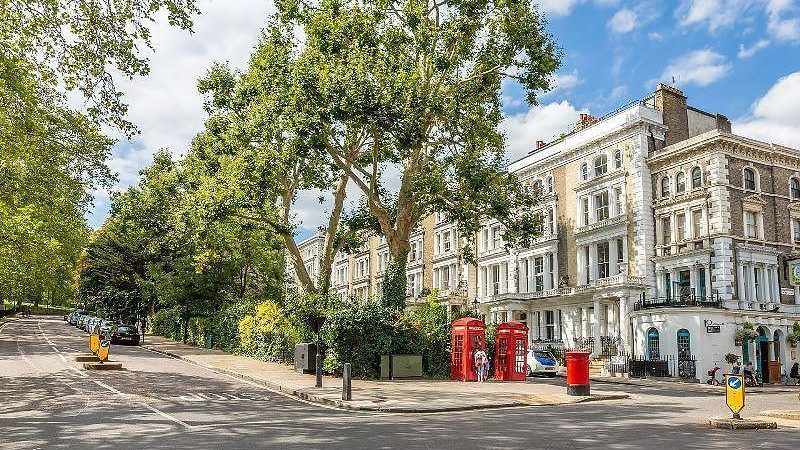 Our Primrose Hill Area Guide is here to assist you discover the local highlights of Primrose Hill, famous for it's views and famous residents.
