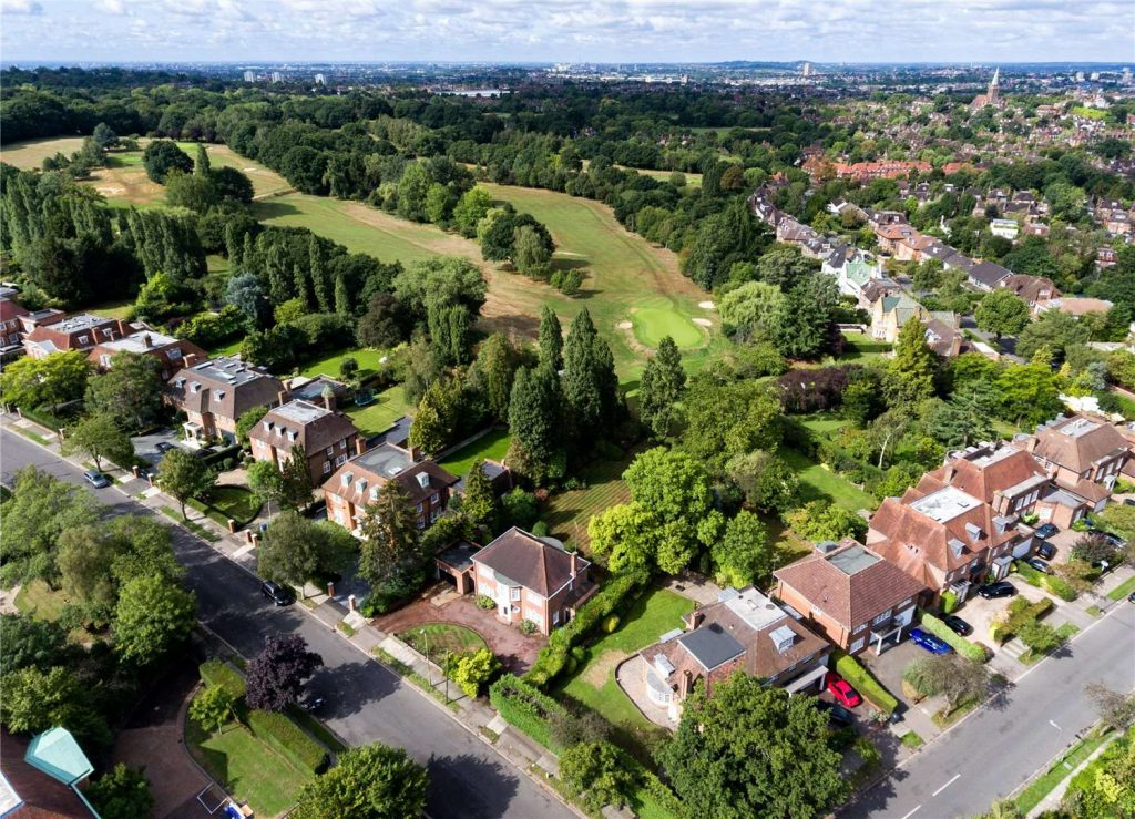 Our Hampstead Garden Suburb area guide by your local property expert, is here to assist you discover the beautiful area, that is this little gem of an area!